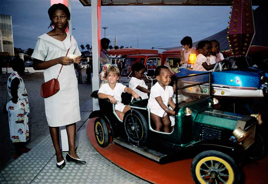 Bruno Barbey, Car ride at a children's amusement park during the Fete dela Renovation at Libreville, 1984© Brunobarbey: Magnum Photos, Paris
